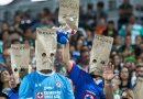 Aficionados del Cruz Azul preparan demanda por daño moral contra el Club.