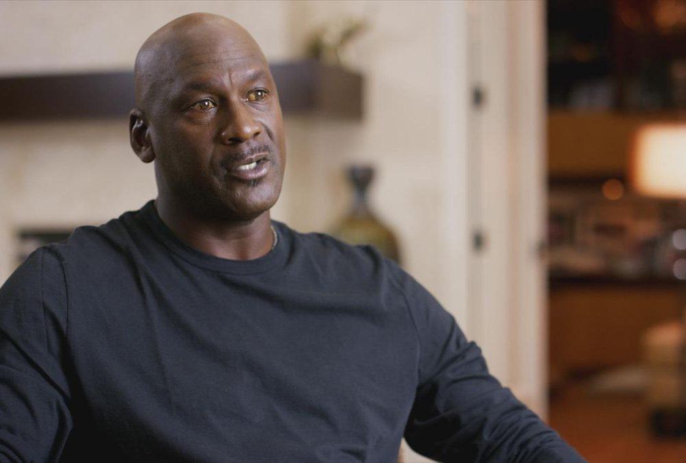 Anuncia Michael Jordan su 3er regreso a las duelas: jugará con los Toros de Chicago.