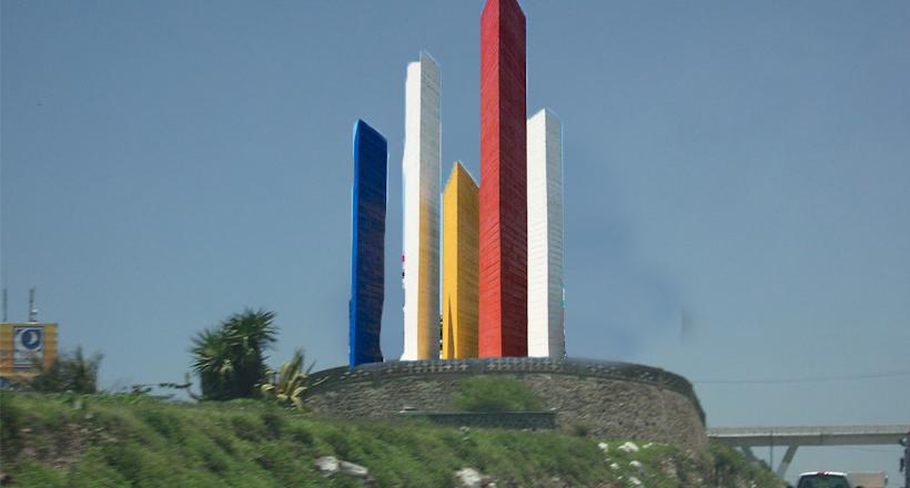 Torres de Satélite serán reubicadas en Querétaro: hay más chilangos aquí que en la CDMX.